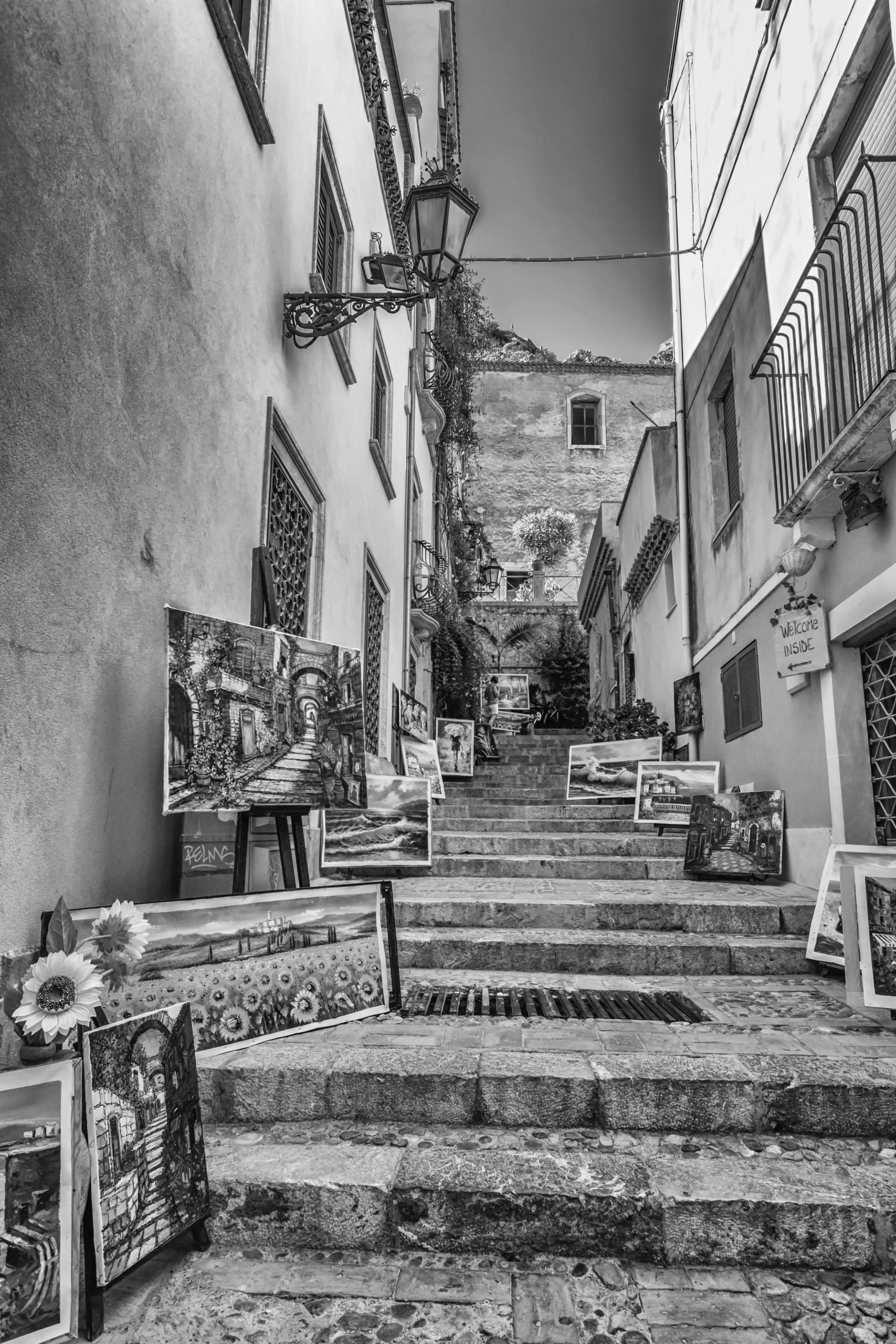 rustic alleyways in sicily
